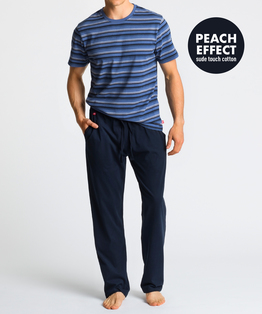 Męska piżama składa się z dwóch części: długich, gładkich spodni w kolorze granatowym, oraz koszulki w paski, z krótkimi rękawami, i w kolorze jasno-niebieskim #1
