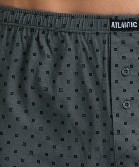 W 2-packu znajdują się luźne bokserki męskie w dwóch kolorach – kruczoczarnym i khaki. Obydwie sztuki pokryte są graficznymi, niewielkich rozmiarów wzorami #2