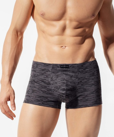 Szorty męskie w graficzny nadruk, z gumą tunelową wykonane z miękkiej bawełny z dodatkiem elastanu.